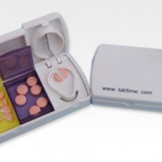 Pillensnijder met bewaardoosjes