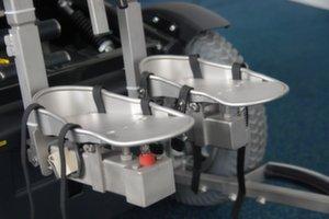 Elektronische rolstoel met Adremo hoofd-voetbediening